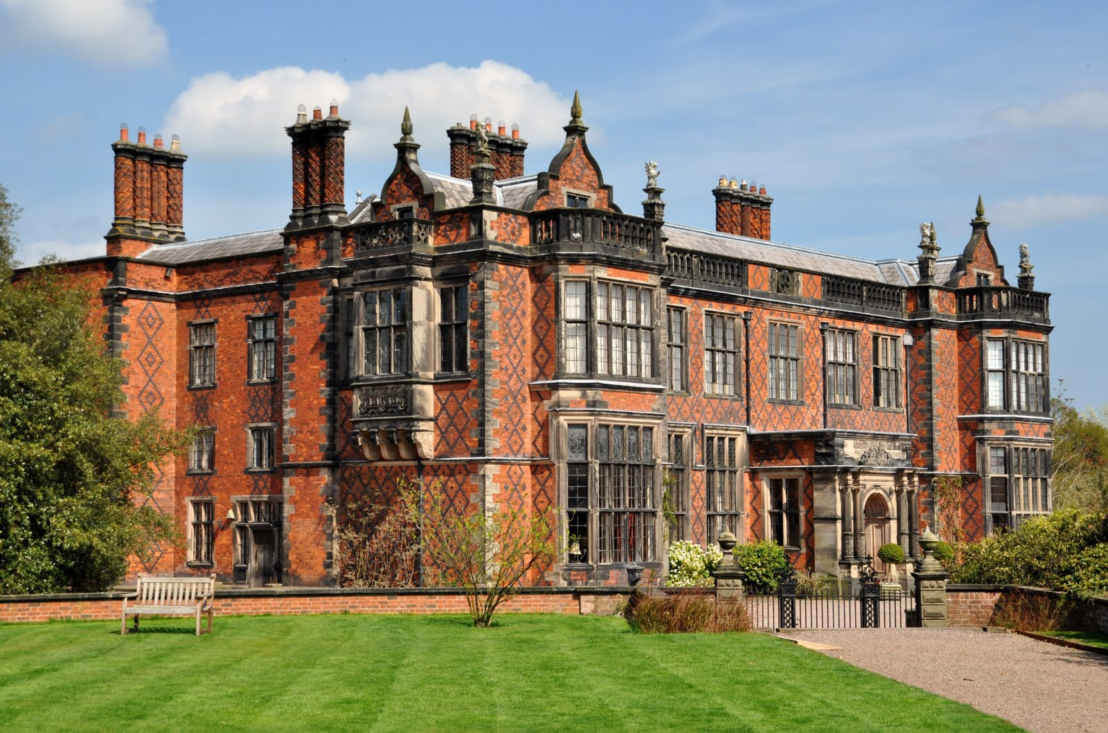 Arley Hall to host Antiques Roadshow in 2016 - About Manchester