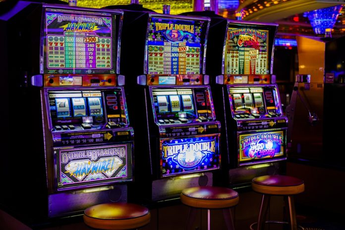 How do pub slot machines work in